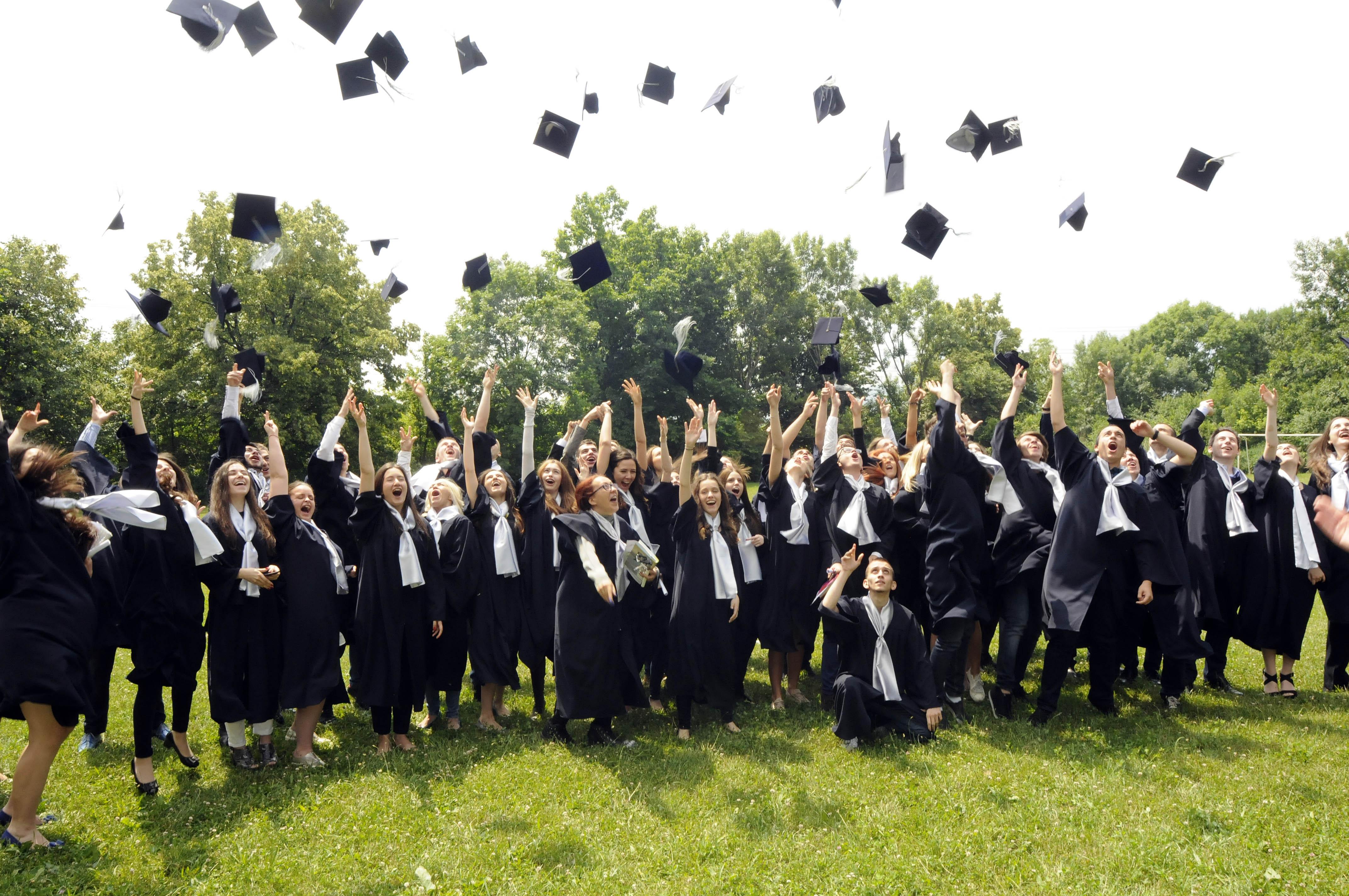 Трето място в България и 12 ПЪЛНИ ШЕСТИЦИ на матури 2017 за Международна гимназия Златарски